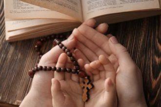 hands praying3